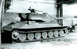 Деревянная модель танка Объект 260 в натуральную величину. 1946 г.