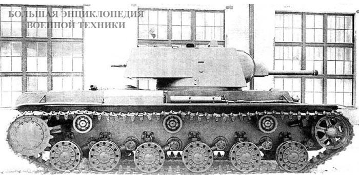 Кадр кинохроники - танк КВ-220 с башней от КВ-1. Кировский завод, октябрь 1941 года.
