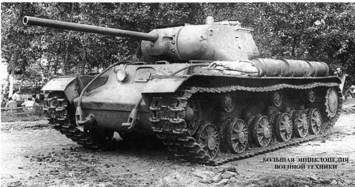 Танк КВ-1C с установленной на нем опытной 85-мм пушкой С-31 конструкции ЦАКБ перед прохождением испытаний. Лето 1943 года. В настоящее время этот танк находится в Военно- историческом музее бронетанкового вооружения и техники в подмосковной Кубинке.
