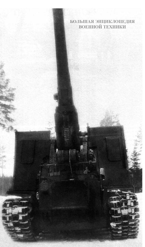 (203-мм гаубица Б-4 на шасси танка КВ-1C) во время испытаний на Гороховецком артиллерийском полигоне, март 1943 года. Орудие находится на максимальном угле возвышения.