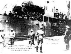 Выгрузка танков в порту Триполи. 10 марта 1941 года