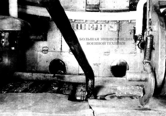 Интерьер боевого отделения под башней