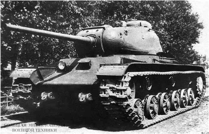 Общий вид первого экземпляра танка КВ-85. Челябинск, завод № 100, лето 1943 года.