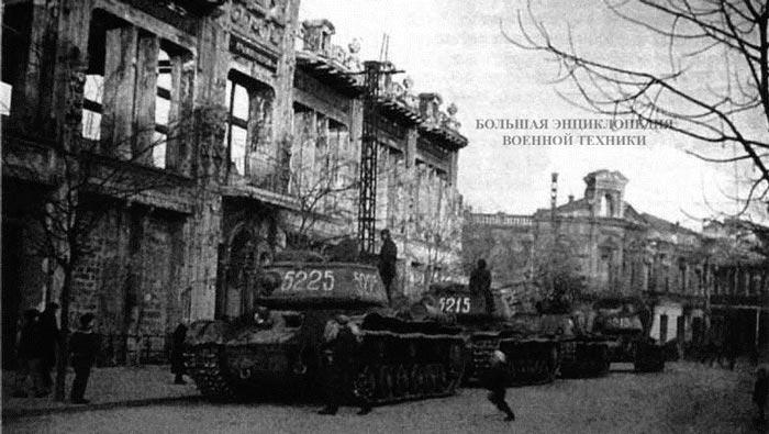 Танки КВ-85 и самоходные установки СУ-152