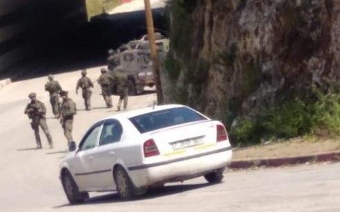 """דיווח ערבי: כוחות צה""""ל פשטו על הכפר ממנו יצא המחבל שביצע את הפיגוע באריאל – נעצר סייען"""