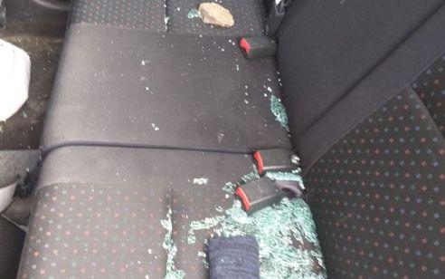נזק לרכבים בפיגועי אבנים בתקוע ומעלה עמוס – בנס לא היו נפגעים