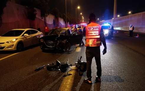 רוכב אופניים חשמליים נהרג וחברו נפצע קשה בתאונת דרכים בסמוך לצומת קוממיות