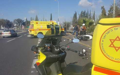 רוכב אופנוע בן 30 נהרג מפגיעת משאית בכפר סבא