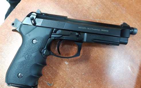 אקדח גלוק ועשרות כדורי אקסטזי נתפסו בחיפוש בבית ברמלה