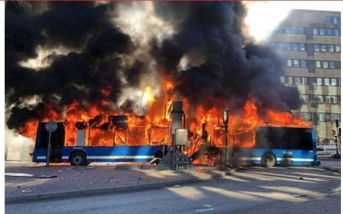 פיצוץ אדיר נשמע בשטוקהולם בירת שבדיה: אוטובוס עולה בלהבות – הנסיבות נבדקות