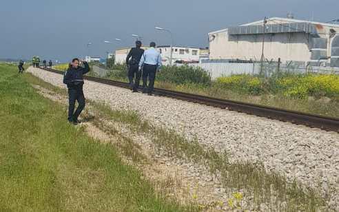 הולך רגל בן 30 נהרג מפגיעת רכבת סמוך לעין חרוד