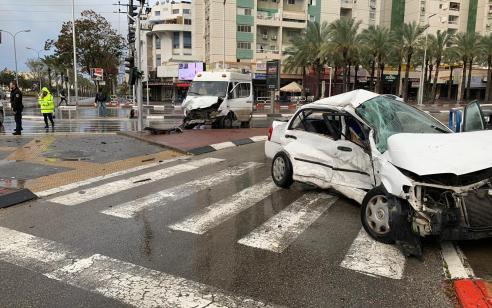 פצועה קשה ושבעה קל בתאונה עם מעורבות רכב פרטי ורכב הסעות באשדוד
