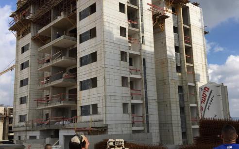 2 פועלים נהרגו לאחר שנפלו מקומה שביעית באתר בניה בחריש