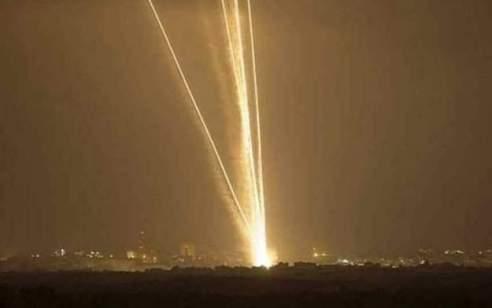 """צה""""ל: עד השעה 22:00 זוהו 30 שיגורים – חלקם יורטו"""