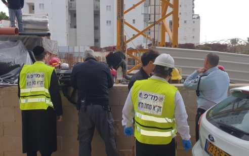 פועלת בניין כבת 40 נהרגה לאחר שנפלה ממנוף באתר בנייה בתל אביב