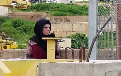 צפו: ערביה נעצרה כשעל גופה סכין באיזור הפיגוע הבוקר
