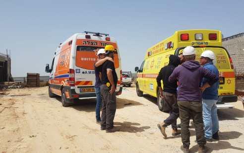 פועל כבן 60 נהרג מנפילת חפץ כבד סמוך לשדות מיכה