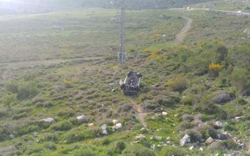 """רכב פרטי התדרדר לתהום בכביש 989סמוך לנווה אטי""""ב – מצבו של הנהג קשה"""