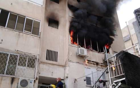 16 נפגעים, בהם 4 קשה בשריפת דירת מגורים בחיפה