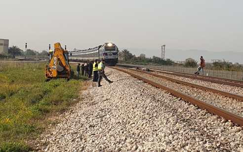 שיבושים בתנועת הרכבות בצפון עקב פגיעה של רכבת בסוס סמוך לעכו (תיעוד)