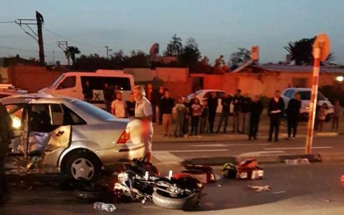 גבר נפצע קשה וצעירה בינוני בתאונה בין אופנוע לרכב בלוד