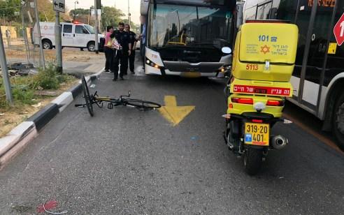 רוכב אופניים בן 25 נפצע אנוש מפגיעת אוטובוס בתל אביב