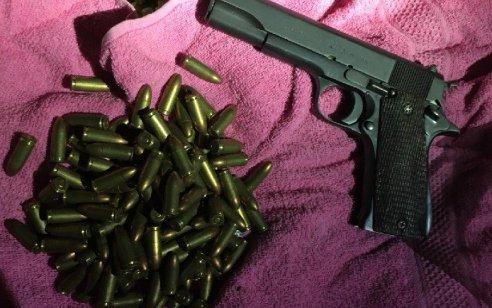 הלילה נעצרו חמישה מבוקשים ונתפס אקדח