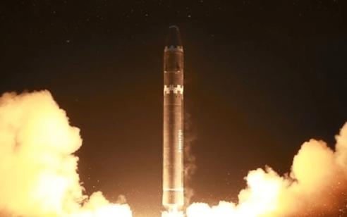 """לראשונה מאז הפסגה השנייה עם טראמפ: """"קוריאה הצפונית ביצעה ניסוי בנשק טקטי חדש"""""""