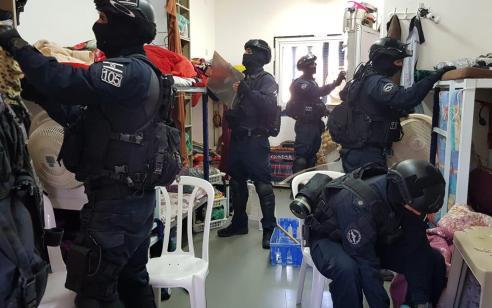 הותר לפרסום: נעצרו 2 חשודים בניסיון מתן שוחד לסוהר לשם החדרת סמים לכלא