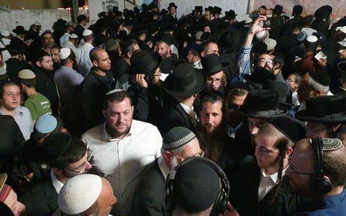 """למעלה מ-12,000 בני אדם בכניסה הגדולה בשנה לקבר יהושע בן נון בשומרון הלילה. דגן: """"עם שזוכר לאחר אלפי שנים את מנהיגיו לא ישכח את אדמתו"""""""