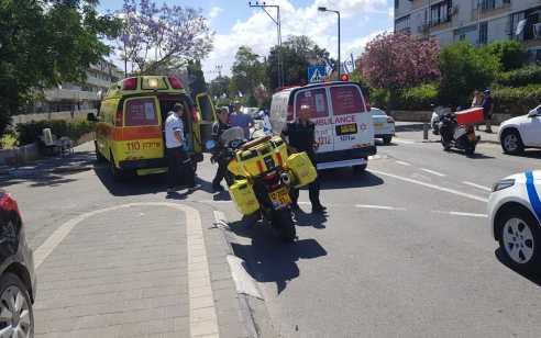 ילד בן 10 שרכב על אופניים חשמליים נפגע מרכב בתל אביב – מצבו בינוני