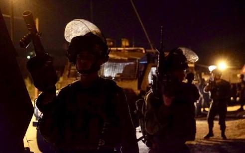 """לוחמי צה""""ל עצרו מחבל חמוש ברימון שחצה את גדר המערכת בדרום רצועת עזה"""