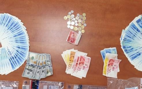 נעצרו 2 חשודים שהוציאו במרמה מ 3 צ'יינג'ים במרכז ירושלים כ 40 אלף ₪ בתמורה לשטרות יורו מזויפים אותם ביקשו להמיר למזומן