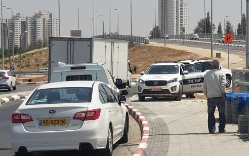 קריית גת: כוחות משטרה רבים בסיוע מסוק סורקים אחרי בן מיעוטים שתקף שוטרים ונמלט – מדובר באירוע פלילי