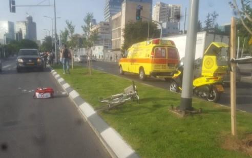 רוכבת אופניים כבת 25 נפגעה מרכב בתל אביב – מצבה בינוני
