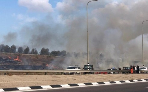 """טרור הבלונים: 7 שריפות פרצו בדרום – 5 מהם ככה""""נ מבלונים"""