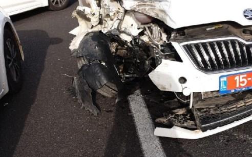 שוטר נפצע קל במהלך מרדף אחרי רכב שנסע במהירות בכביש 79 – נעצרו מספר חשודים