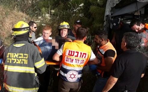 חמישה פצועים, בהם 2 במצב קשה, בתאונה בין אוטובוס ומספר רכבים בנהריה