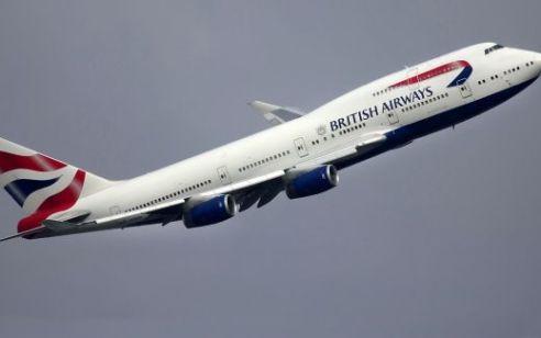 """18 צעירים בריטים הורדו מטיסה בנתב""""ג לאחר שאחד מהם איים לפוצץ את המטוס"""