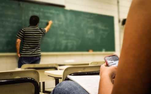 מורה בן 28 מאזור השרון נעצר בחשד שביצע עבירות מין בקטינות שלימד 