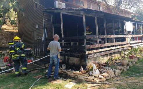 ארבעה צוותי כיבוי פעלו בשריפת מבנה מגורים ברחוב המור בעין חמד – אין נפגעים