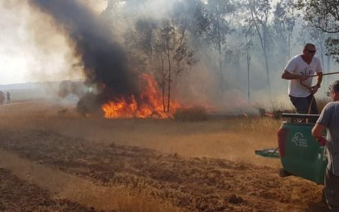 טרור הבלונים: 7 מוקדי שריפות פרצו באשכול בעקבות בלוני תבערה