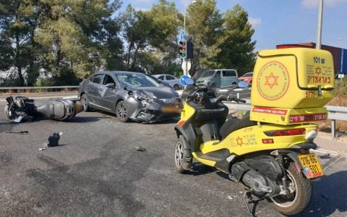 רוכב אופנוע בן 28 נפגע מרכב בכביש 443 סמוך למחלף בן שמן – מצבו בינוני