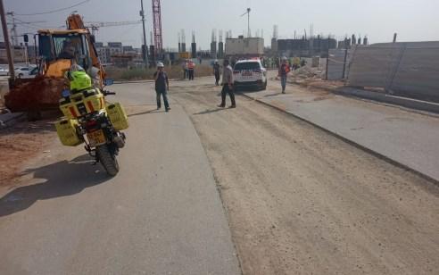 פועל בניין נפצע קשה באתר בנייה בגדרה