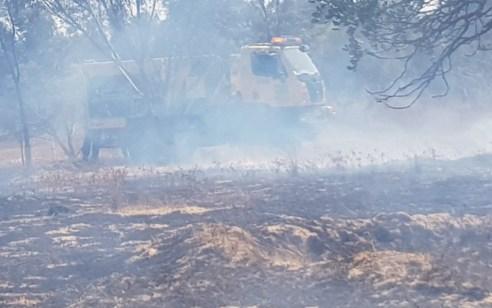 """טרור הבלונים: 20 שריפות פרצו כתוצאה מבלונים בעוטף עזה – 12 פצועים בעימותים עם צה""""ל בגבול"""