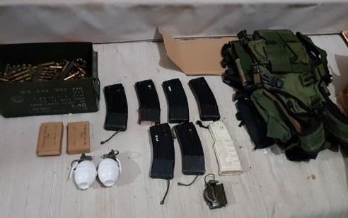 """במהלך פעילות בסוף השבוע בצפון: נתפסו 2 רימוני יד (תרגול) נפיצים, מחסניות של m16 מלאות בתחמושת, אפוד צה""""לי ותחמושת נוספת רבה"""