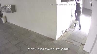 """צפו בתיעוד: דגימת דם הובילה את המשטרה למעצרו של חשוד בהתפרצות לדירה בראשל""""צ"""