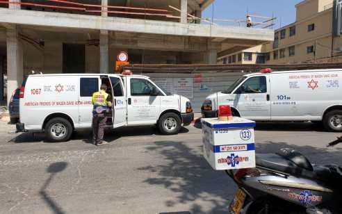 פועל בן 39 נפל מחומה בראשון לציון – מצבו בינוני