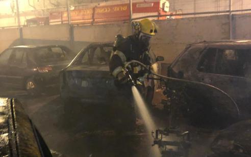 """מספר רכבים וקטנועים עלו באש בבסיס מג""""ב בעטרות בעקבות בקבוקי תבערה שמחבלים השליכו"""