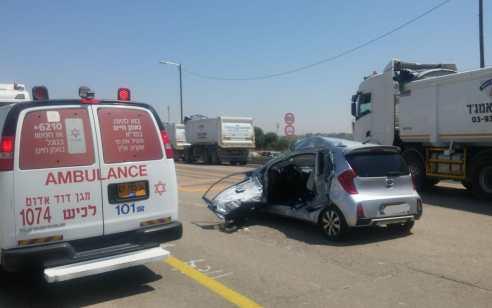 """אישה כבת 22 נפצעה בינוני בתאונה בין משאית לרכב בכביש 383 סמוך לכפר הרי""""ף"""